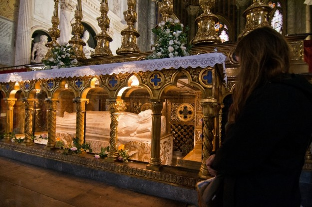 Hannah Polsky at the tomb of St. Catherine of Siena.
