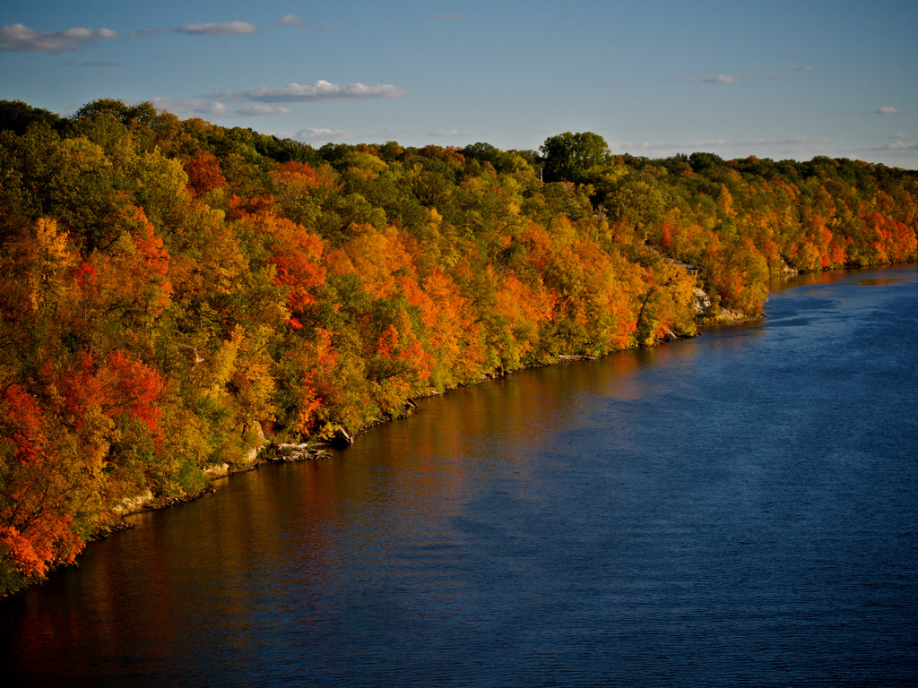 Taken from the Marshall-Lake bridge over the Mississippi River to the southeast.