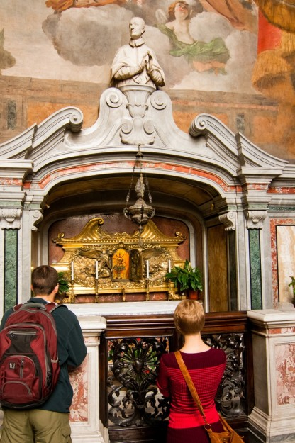 Kevin Klump and Teresa Wolfgram pray in front of the heart of St. Charles Borromeo.
