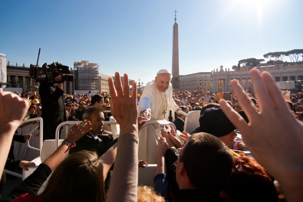 Pope Francis takes a note out the hand of St. Thomas student Elizabeth Heaney.  The note was written by other students, inviting the pope to dinner at Bernardi.