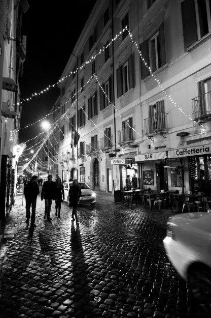 As Advent continues to fly by, more and more lights are going up in the streets as Rome prepares for Christmas.  Now all we need here is some snow.